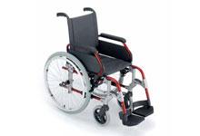 Vista en perspectiva de la silla de ruedas plegable